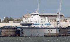 Parvlaev Hiiumaa, mis hakkab sõitma mandri ja Saaremaa vahel, seisis eile pärastlõunal veel Tallinnas BLRT dokis. Südaööl pidi algama tema teekond Virtsu sadamasse, kuid kas ta tormise ilmaga ka sõidu ette võttis ja hommikuks liinile jõudis?