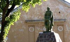 В Кохтла-Ярве завершился первый этап реставрации памятника павшим в Великой Отечественной войне