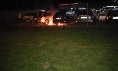 LUGEJA FOTO JA VIDEO: Tartus süüdati Subaru esinduse juures kaks autot