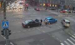 FOTOD: Jõe ja Narva mnt ristmikul põrkasid tipptunnil kokku kaks autot