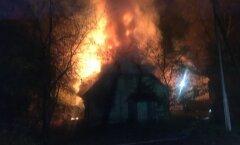 Paides põles tühi elumaja