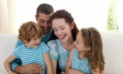 Psühholoogid usuvad: lapsed, keda kallistatakse ja hellitatakse, kasvavad üles enesekindlamatena