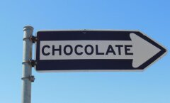 Kõnni šokolaad kintsudelt maha! Tabelist näed, kui palju trenni vajad, et oma patustamised tasa teha