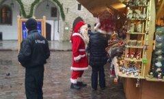 FOTOD: Vihmast hoolimata on jõuluvana juba liikvel