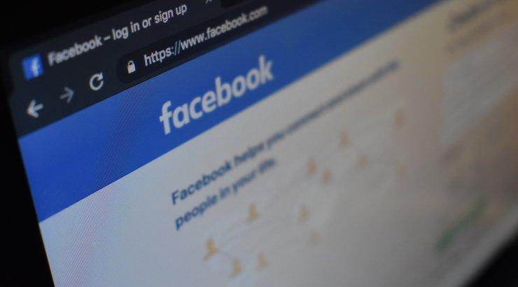 Süütu Facebooki sõnum sõbrannalt viis selleni, et võhivõõras häkker sai ligipääsu naise alasti fotodele