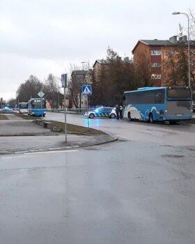 VIDEOD | Kohtla-Järvel lasti kahe liinibussi akendesse, kahtlustatakse kolme alaealist