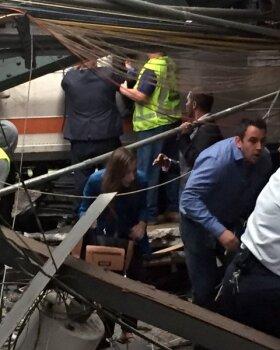 US-NEW-JERSEY-TRANSIT-COMMUTER-TRAIN-CRASHES-AT-HOBOKEN-TERMINAL