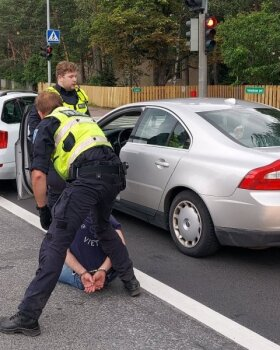 Taksojuht aitas kinni pidada joobes juhi