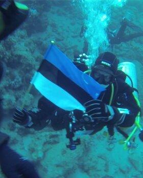 Sukeldujad viisid Eesti lipu 100 meetri sügavusele