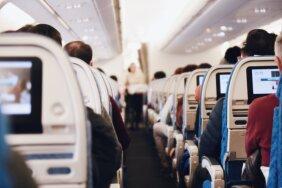 Половину пассажиров самолета выгнали с рейса из-за плохих анализов