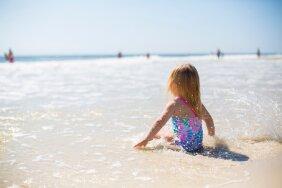 Тепловой удар у детей: как распознать и избежать? Объясняет педиатр