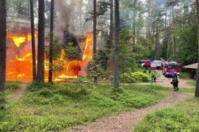 FOTOD | RMK Kilingi-Nõmme metsamaja põles öösel maani maha