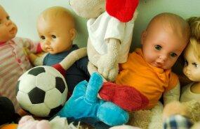 VIDEO: Naine kogub hirmuäratavaid nukke ja kohtleb neid nagu päris beebisid