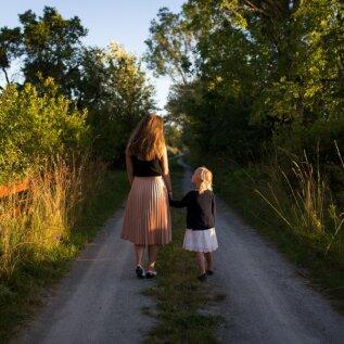 Ema tunnistab: laps läheb varsti kooli, aga mul pole ikka veel emmedest sõpru!