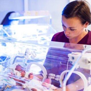 Enneaegsete laste arst dr Pille Andresson: oleme lahendanud ka lootusetuid olukordi, mida väiksem on laps, seda suuremat hoolt ta vajab