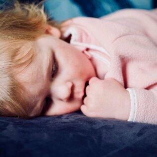 Lasteaialapse ema: miks lõunauni peab tingimata kohustuslik olema? Last ei tohiks unega seoses sundida ega karistada!