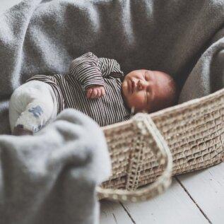 Fotograaf Nele pojale Ottole meeldis vastsündinuna magada korvis. Seda sai vajaduse korral liigutada, ent nii oli koht beebile ärgates alati tuttav.