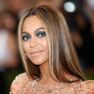 STIILIAMPS | Beyonce näitab, kuidas argisele kontorikostüümile vürtsi lisada