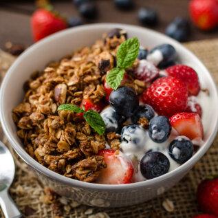 Mida tervislikku lisada jogurtile, et saada parim hommikusöök?