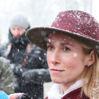 FOTOD | Kaja Kallas spekulatsioone tekitanud rõivastusest: kõigil, kellel on kenad kaabud, pange need pähe ja kandke uhkusega!