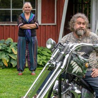 Tiia ja Erki Evestus on alati teadnud, mis teeb elu mõnusaks: õdus kodu ja vabadustunne, mille saab kohe kätte, kui tsikli selga istuda.