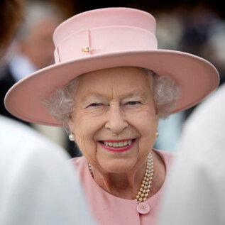 FOTOD | Kuninganna Elizabeth II nautis oma lemmikhobi ja edastas rahvale väga positiivse sõnumi