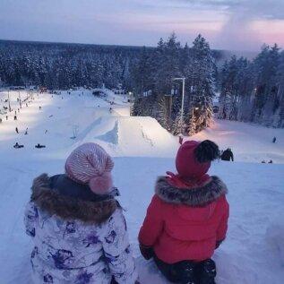 FOTOD   Lugejate talveemotsioonid: kes veedab aega liumäel, kes viib lumme hullama ka neljajalgse sõbra