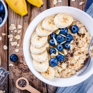 Kas kaerahelbepuder on kõige tervislikum hommikusöök maailmas? Kommenteerib funktsionaalse toitumise terapeut Annely Soots. Lisatud retseptid!