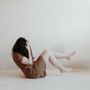 Ärevus võib olla ka silmaga nähtav ja käega katsutav: 11 füüsilist sümptomit, mis nõuavad, et pööraksid tähelepanu oma vaimsele tervisele