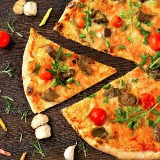 Teeks täna pisut põnevama pitsaõhtu! Jagame ideid, mida pitsa peale panna ja õpetame küpsetama parimat pitsapõhja