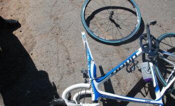 Хроника ДТП: упал пьяный велосипедист, попали под машину две пожилые женщины