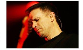FOTO: Oh õudust! Bryan Adamsi hinnaline kitarr soditi Egiptuse tolliametnike poolt täis