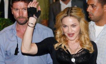 Madonna kakleb majakaaslastega, kes keelavad ta tuttavatel ilma temata oma hirmkallis korteris ööbida
