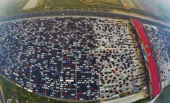 FOTO JA VIDEO: hiinlased tulevad pikalt puhkuselt ja tekitavad hiigelummiku