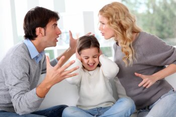 """""""Ma ju ütlesin sulle, et lapsele rohkem kommi ei anna. Nüüd sina andsid ja tegid minust selle paha vanema!"""""""