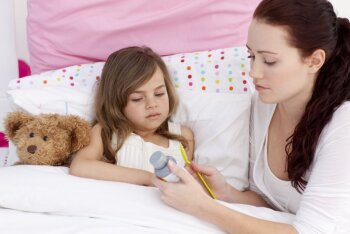 Arst annab nõu: kuidas käituda lapse palaviku, nohu, köha ja oksendamise puhul