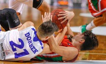 Eesti koondislane Martin Dorbek heitleb palli pärast.