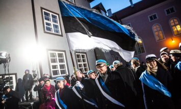 Lipu heiskamine Toompeal vabariigi 96. aastapäeva puhul