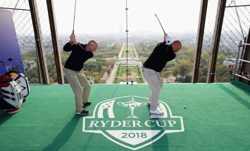На Эйфелевой башне открылась площадка для гольфа