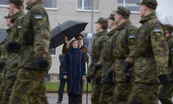 ФОТО: Президент Кальюлайд отправилась в Вируский пехотный батальон