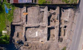 ФОТО и ВИДЕО   В Хаапсалу во время строительства дома обнаружили средневековые погребы