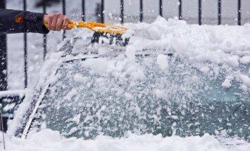 Talvise autosõidu ABC: auto lumest puhastamise nipid ja ohutu liiklemine lumesajus