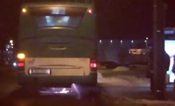 VIDEO: Lasnamäel suitses ja pildus sädemeid liinibuss.