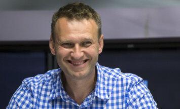 Навальный: личный самолет вице-премьера РФ Шувалова прилетал в Ригу