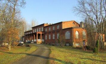 Tõenäoliselt rajas Zoepfel juba 1860. aastatel vabriku juurde isikliku elamu.
