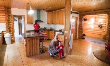 Lootuse Küla vabatahtlik Krista Piller aitab sõltuvuse küüsi langenud naistel terveneda, abiks väike päkapikk. Esmane on koduse rutiini taastamine ja ühine söögitegemine.