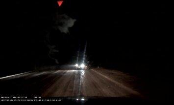 ВИДЕО: Читатель чудом избежал столкновения с потерявшей управление машиной