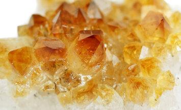 Poolvääriskivide saladused: viis kristalli, mis parandavad su enesetunnet ja toovad õnne