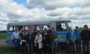 Scandagra sõitis Kesk-Eesti põldudel vana bussiga