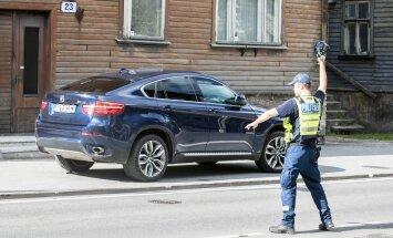 Justiitsministeeriumi plaani järgi hakkab jõukas ohtliku liiklusrikkumise toimepanija trahvi maksma kordades rohkem kui miinimumpalga saaja.